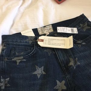 NWT current Elliot jeans with star design.